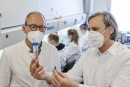Prof. Dr. Brandau und Prof. Schlücker
